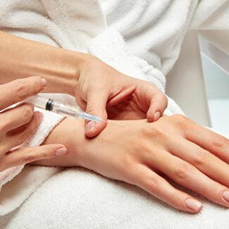 Injection d'acide hyaluronique pour les mains à paris - Dr Denjean